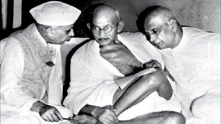 महात्मा गांधी सरदार पटेल और नेहरू के साथ