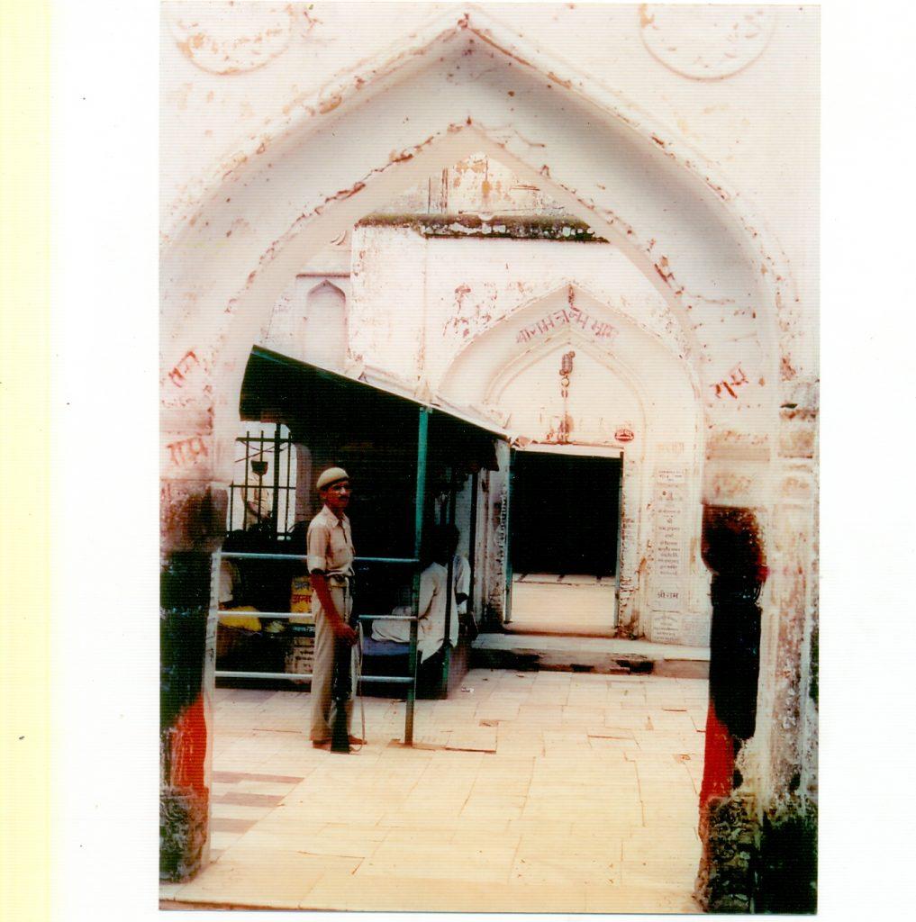 विवादित बाबरी मस्जिद जिसका छह दिसम्बर 1992 को विध्वंस हुआ था.