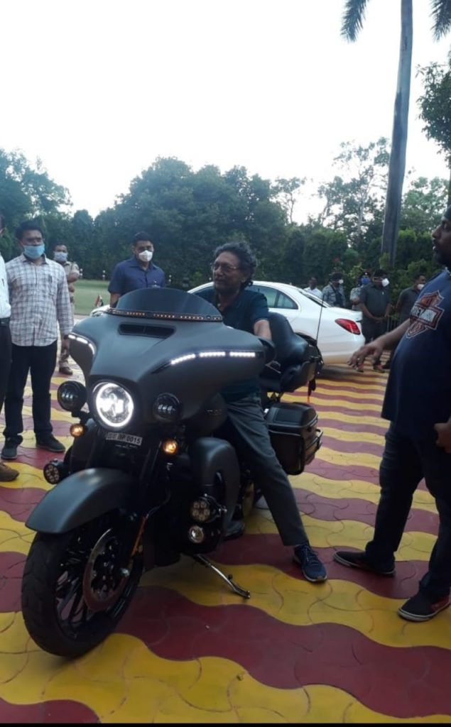 मुख्य न्यायाधीश बोबड़े मोटर साइकिल पर