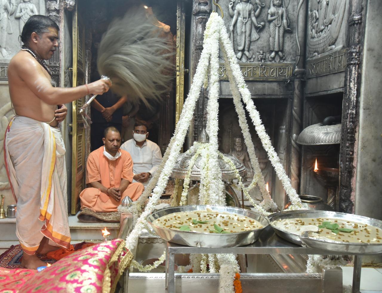 Yogi worshiping at Kashi Vishwanath Dham Mandir