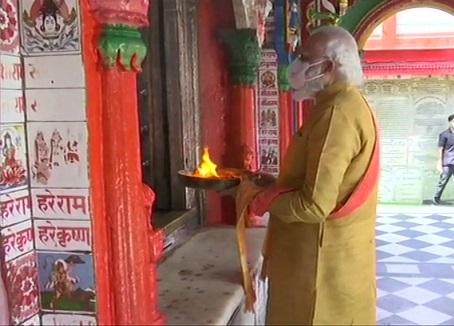 Prime Minister Modi worshiping at Ayodhya temple