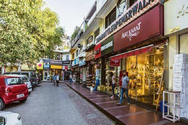 दिल्ली खान मार्केट में सन्नाटा