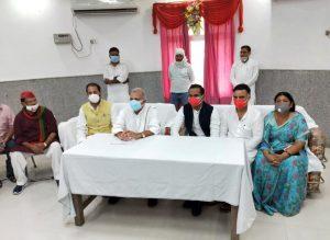 नरेश उत्तम, सुनील साजन एवं अन्य नेता रायबरेली में पत्रकारों को सम्बोधित करते हुए