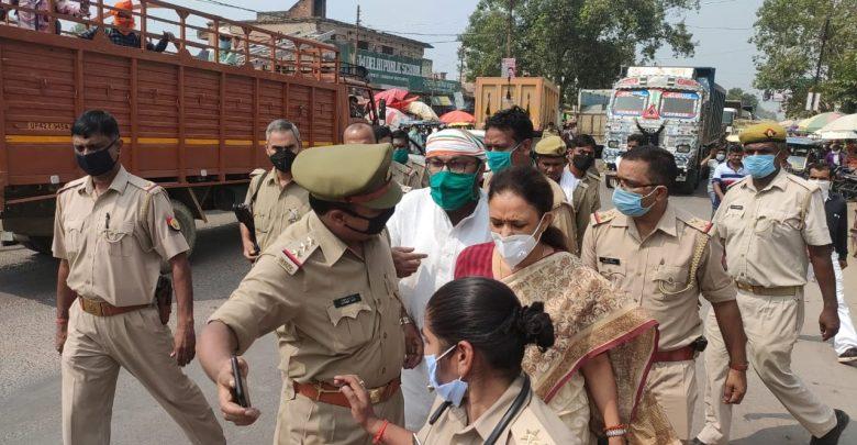 कांग्रेस्स नेता आराधना तिवारी और अजय लल्लू गिरफ़्तार