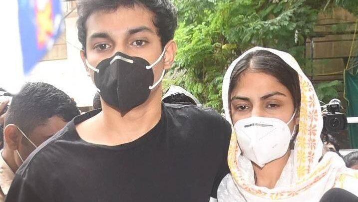 रिया का भाई हिरासत में