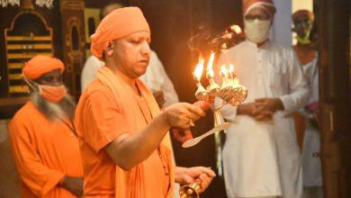 Photo of मुख्यमंत्री योगी आदित्यनाथ ने नवरात्र पर श्रीगोरखनाथ मन्दिर में  कलश स्थापना की