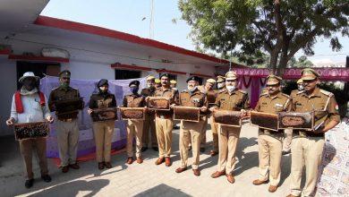 Photo of मधु-मिशन: बाराबंकी पुलिस की एक नई पहल, मोहम्मदपुर चौकी पर निकला शहद