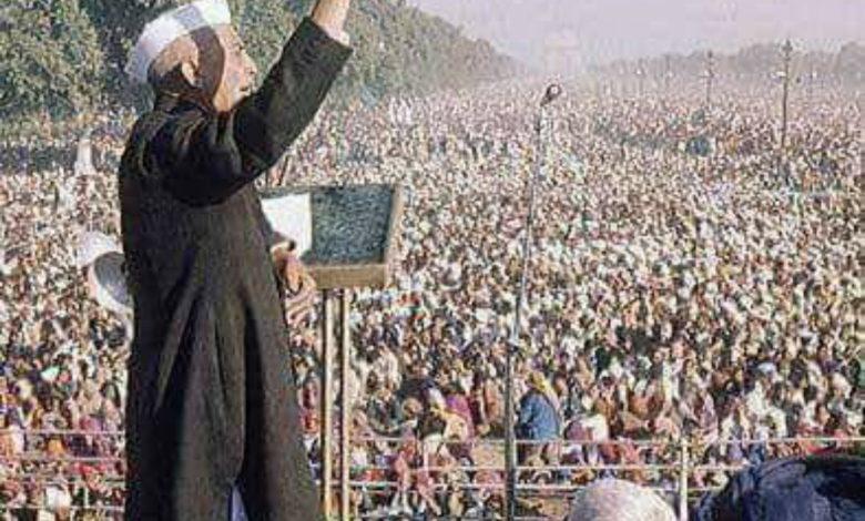 Chaudhari Charan Singh addressing huge rally