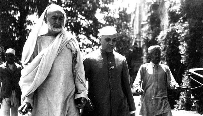 सीमांत गांधी बादशाह भारत के प्रथम प्रधानमंत्री जवाहरलाल नेहरू के साथ